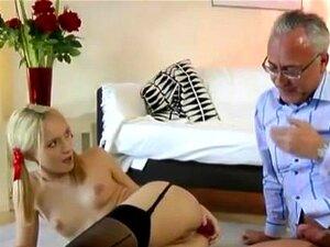 Menina De Tranças Com Velho Porn