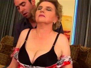A Madura Cabeluda é Fodida à Bruta Porn