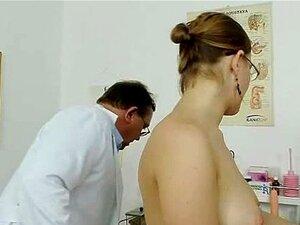 Gordinha Amador Menina Com óculos Apalpada Pelo Ginecologista MD Porn