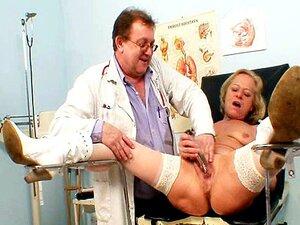 Vovó Loira Esguichando Múltiplas Durante Um Checkup De Ginecomastia Porn