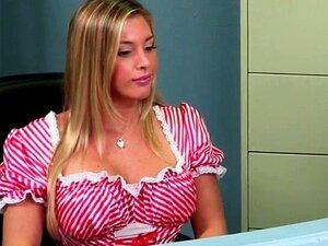 Enfermeira Peituda Samantha Saint Obtém A Amostra De Esperma No Rosto Porn