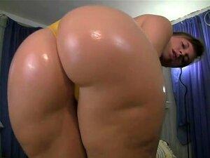 Eu Oleado Rabo Para Olhar Mais Sexy, No Início Deste Vídeo, Eu Estava Colocando O óleo Por Toda A Minha Bunda. Então, Eu Decidir Fazer O Vídeo Amador Ainda Mais Quente, Então Tirei Minha Tanga Apertada E Mostrou A Boceta Para A Câmera. Porn