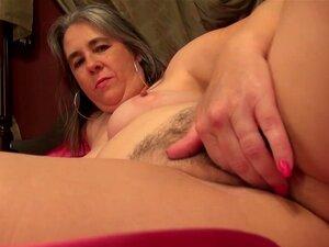 Mãe Americana Peituda, Alimentando A Boceta Peluda De Idade Porn