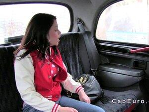 Um Taxista Falso A Foder Uma Amadora Linda. Uma Bela Amadora Britânica Tentou Fugir De Um Táxi Falso Sem Pagar, Mas Quando Apanhou Um Motorista Chantageou-a Com A Polícia E Fodeu-a Estacionada Na Floresta. Porn