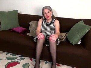 A Americana Gilf Kelli Começa A Acariciar A Sua Rata Peluda Porn