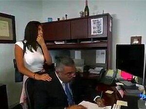 Papá Urso Orgasmo Traz A Tua Filha Para O Trabalho Dia Porn