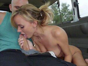 O Intocável Edge Em Miami Tours, O Vídeo Do  Bangbus Way , Encontramos Esta Loura Sexy à Espera De Um Autocarro De Miami Tour. Seu Nome é Intocável E Notamos Que Ela é O Tipo Crédulo (nosso Favorito)... Apanhamo-la Mentindo-lhe E Dizendo Que Somos O Autoc Porn