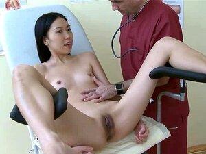Menina Asiática Excitada Pelo Médico Na Clínica Porn