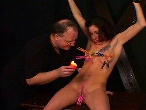 Garota De Peitos Pequenos Desfrutar De Uma Sessão BDSM Com Seu Mestre Porn