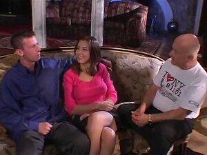 Linda Esposa Goza De Ménage à Trois Porn