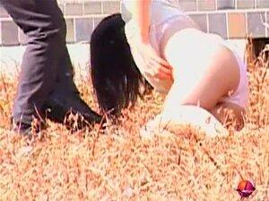 Vídeo De Nudez Pública Com Ação De Agiotagem Pervertida No Japão, Divina Menina Japonesa Obtém Sharked Em Um Campo. Ela Fica A Calcinha E O Sutiã Dela Removido E é Deixado Sozinho Nu. Bela Combinação De Nudez Pública E Agiotagem Desagradável Para Esta Lin Porn