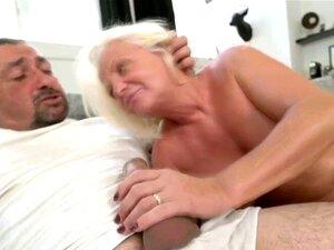 O Tipo Fode A Avozinha No Sofá. Quanto Mais Velho, Melhor O Gajo Fode A Avozinha No Sofá. Porn