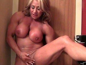 Fêmea Cougar Musculoso Com Um Grande Clítoris Porn