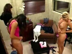 Oops-Big Brother England-T, L, C Mudando Para Bikini. OOPS-Big Brother England-T, L, C A Transformar-se Em Biquínis Porn