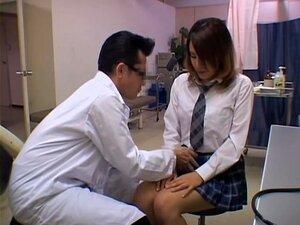 A Adolescente Japa Perfeita é Levada A Cabo Por Um Ginecologista, Uma Adolescente Incrivelmente Bonita Japonesa Foi Fazer Um Exame à Rata E O Ginecologista Deu-lhe Uns Bons Dedos No Processo. Está Tudo Gravado Neste Vídeo De Fetiche Médico Voyeur. Porn