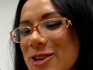 BANGBROS - MILF Nadia Estilos Ensina Anatomia Classe Usando O Supremo De Castro Porn