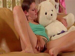 Meninas No Oeste - Cutie Amador Fodendo Um Urso De Pelúcia Porn