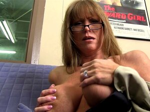 MILF Maduras Chicotes Para Fora Suas Tetas Incríveis Porn