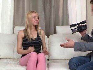 Gracinha De Carcaça Mal Legal Agente De Merda. Gracinha De Carcaça Mal Legal Loira A Foder Um Falso Agente Para Sua Chance De Aparecer Na Tv Porn