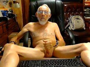 Winsome Boy Está Se Divertindo Em Um Quarto Pequeno E Se Filmando Na Web Cam, Porn