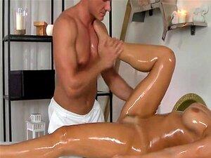 Óleo De Massagem Mulher Chupando Um Pau Closeup Porn