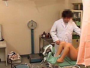 Petite Babe Recebendo Um Orgasmo Em Um Exame Do Ginecologista, Um Minúsculo Adolescente Japonesa Foi No Ginecologista, Verificando Sua Xoxota. O Médico Tinha Que Ver Como Seu Clitóris Reage A Um Vibrador. Brincando A Fenda Babe.s A Fez Chegar A Um Clímax  Porn