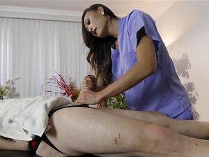 VENUS LUXXX - Asian Ladyboy é Sugado Depois De Uma Massagem Apaixonada E Quente. A Bela Tranny Asiática Dá Ao Bonitão Uma Massagem Erótica Que O Leva A Chupar-lhe A Pila Dura Antes De Um Rosto Quente. Porn