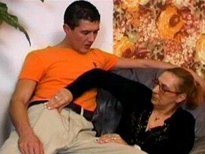 Granny Em Meia Arrastão Leva Um Grande Tesão! Porn