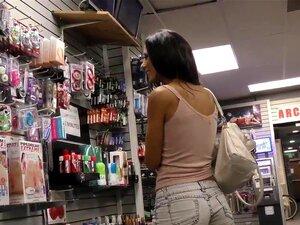 A Boazona Monta O Pau Preto, A Boazona Monta O Pau Negro E Fica Com O Rosto Em Alta Definição Porn