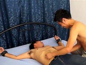 Gay Asian Twink Danilo Obtém Cócegas Porn