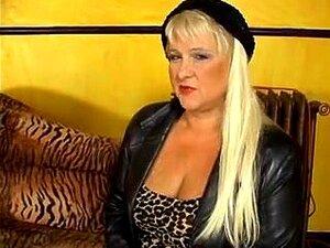 A Bbw Madura Sabrina é Lixada E Faciada. A Bbw Madura E Muito Ordinária, A Sabrina Fica Com A Picha Dela E A Cara Coberta De Esperma Neste Vídeo De Sexo Maturo E Perverso. Porn