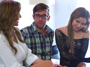 A Milf Fode A Três. Julia Ann Está Feliz Em Ajudar Seus Amigos A Se Prepararem Para Seu Primeiro Grande Galo. Porn
