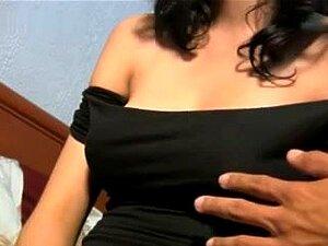 Peludos Teen Latina Monta Um Atleta, Lindo E Peludo Teen Latina Cavalga Um Atleta Duro E Obtém Uma Gozada Em Seus Peitos Grandes Agradável. Porn