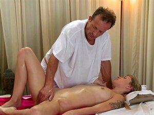 Meninas Virgens Tímido Salas De Massagem Tem Primeira Vez Hardcore Sexo Creampie Porn