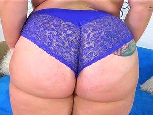 A Prostituta Pesada Tiffany Star Leva-se A Orgasmos Poderosos Usando Brinquedos Sexuais. Sexy BBW Mostra Sua Bunda Gorda Suculentas Tetas E Buceta Gorda, Ela Esfrega O Dedo Buceta Dela Depois Chupa Um Consolo E Fodem Sua Buceta Com Ele Mais Tarde Ela Cont Porn