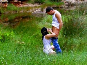 Um Jovem Casal Europeu Sexy Esgueirou-se Para Fazer Um Broche Ao Público E Foder Na Serenidade Da Natureza. Porn
