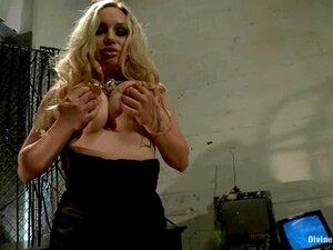 Loura Busty Acariciando Suas Grandes Mamas Naturais Em Uma Filmagem Solo De Perto Porn