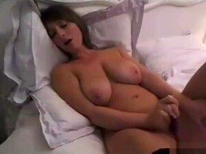 Boazona Com Mamas Gigantes Brinca Com Vibradores Na Webcam: Pornografia E0, Porn